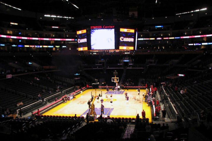 Lakers-Staples-Center-LeBron-James