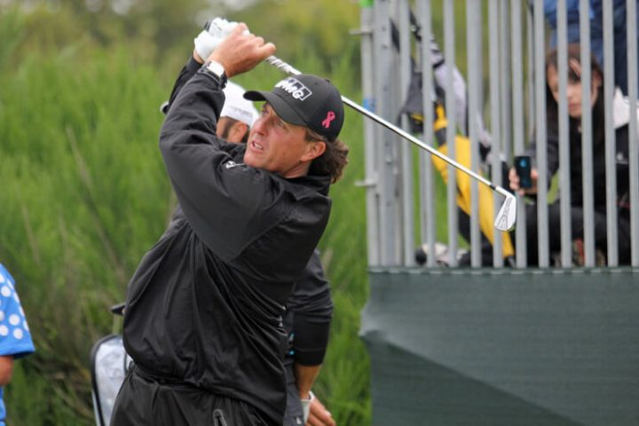 Phil-Mickelson-golfing
