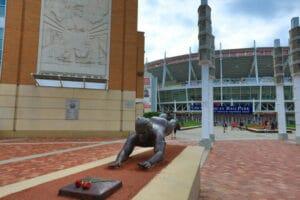 pete rose statue